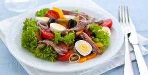 Le Figaro: Accord mets/vins : que boire avec... une salade niçoise